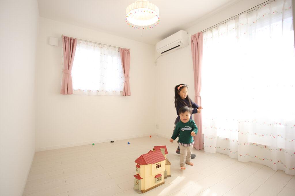 高性能な白い注文住宅
